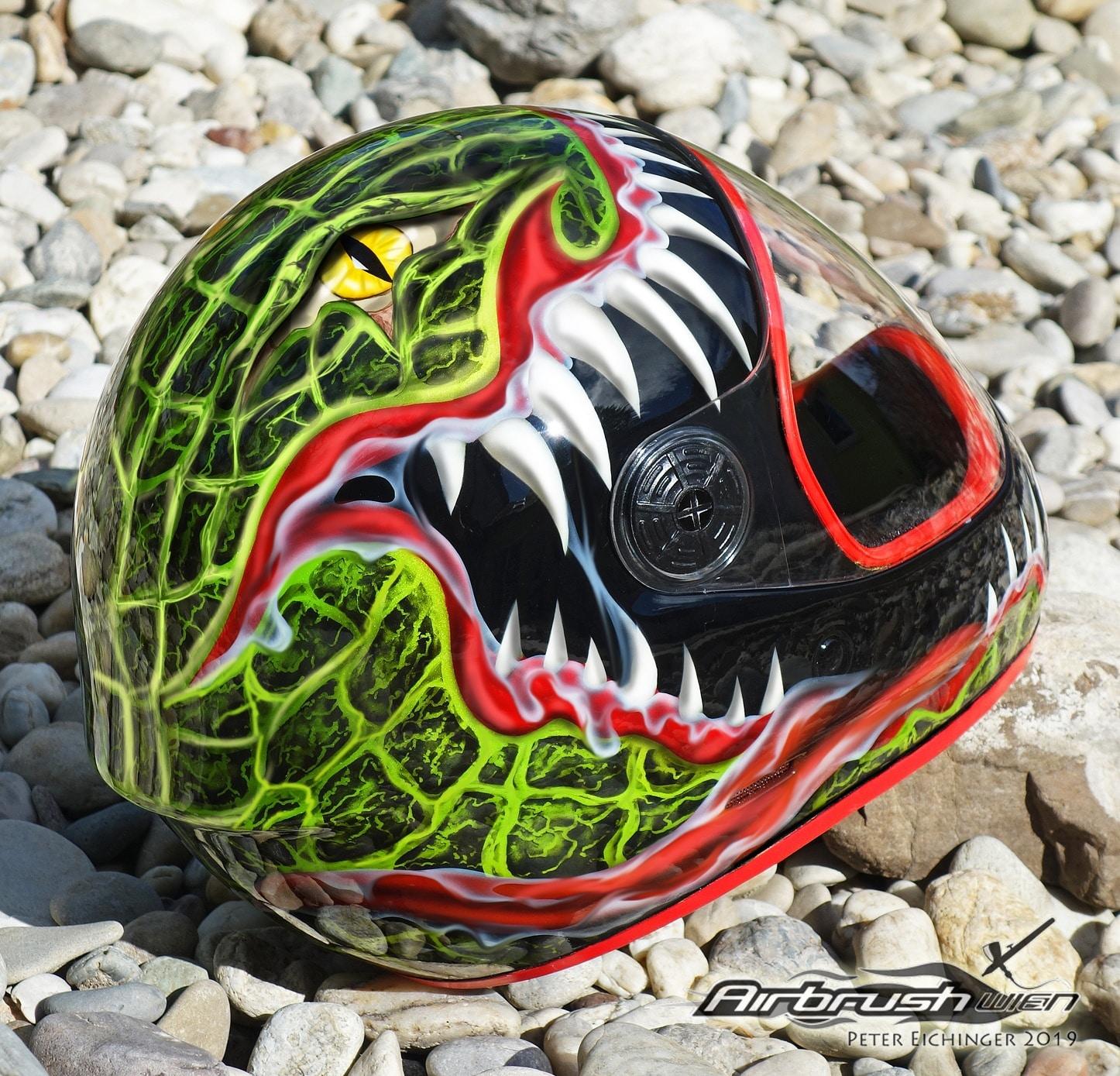 Snakebite Helm