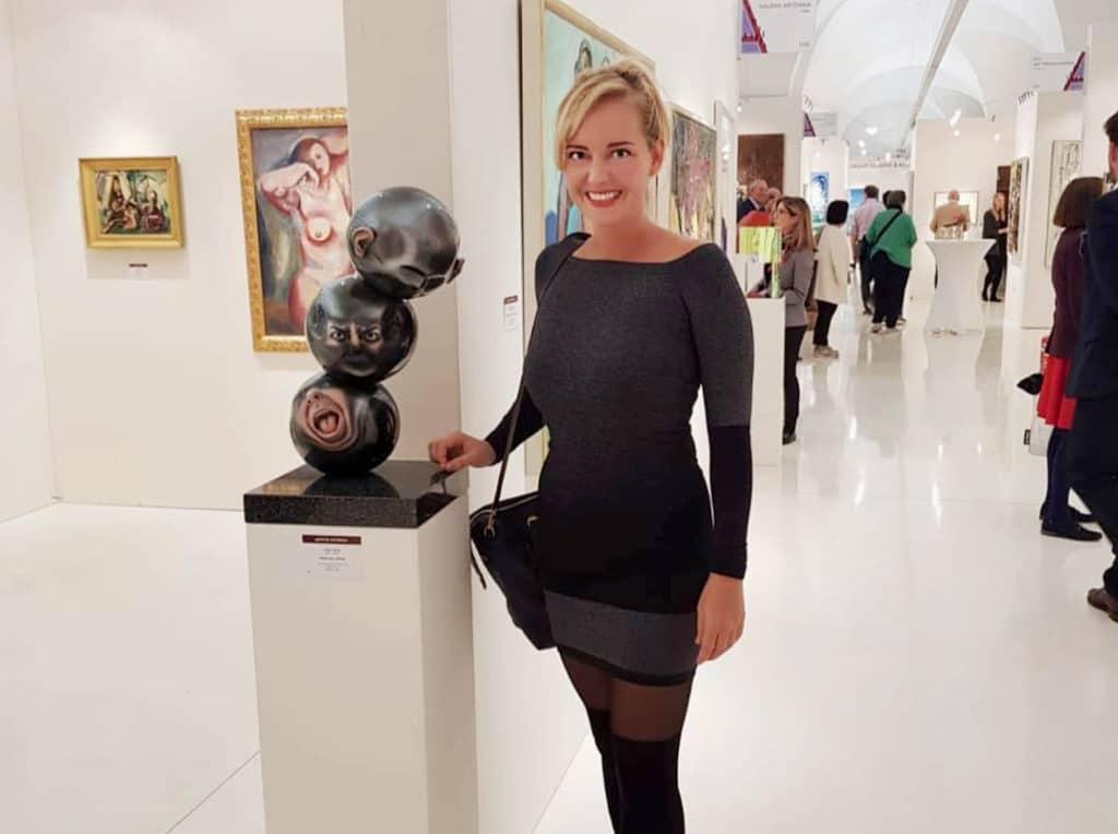 Julia Hanzl mit ihrem Werk