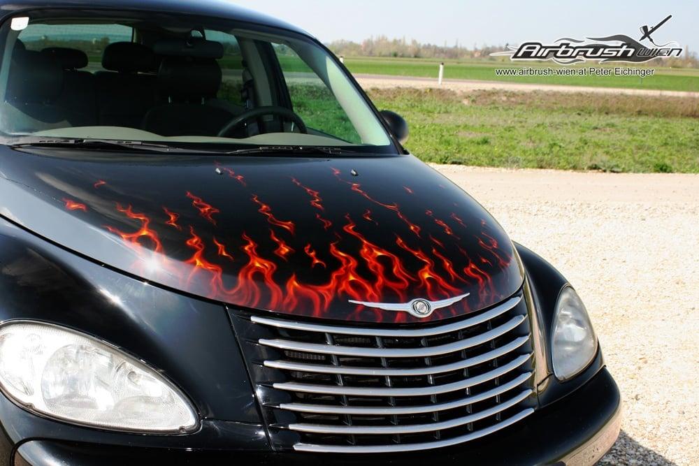 Motorhaube in Flammen